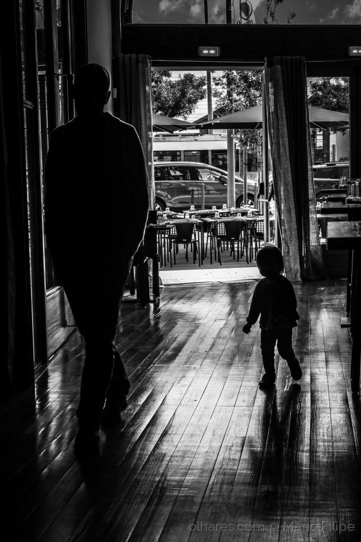 """Gentes e Locais/...vou a seguir-te pai. (ler )"""".E esses passos len"""