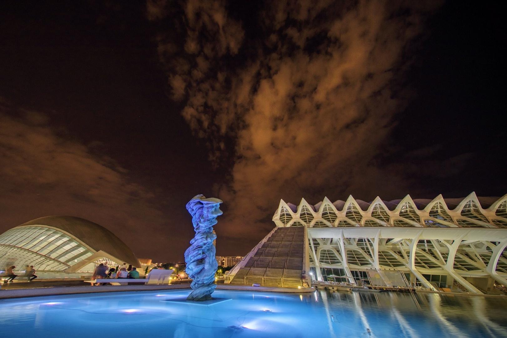 Arquitetura/Escultura de acrílico e nuvens