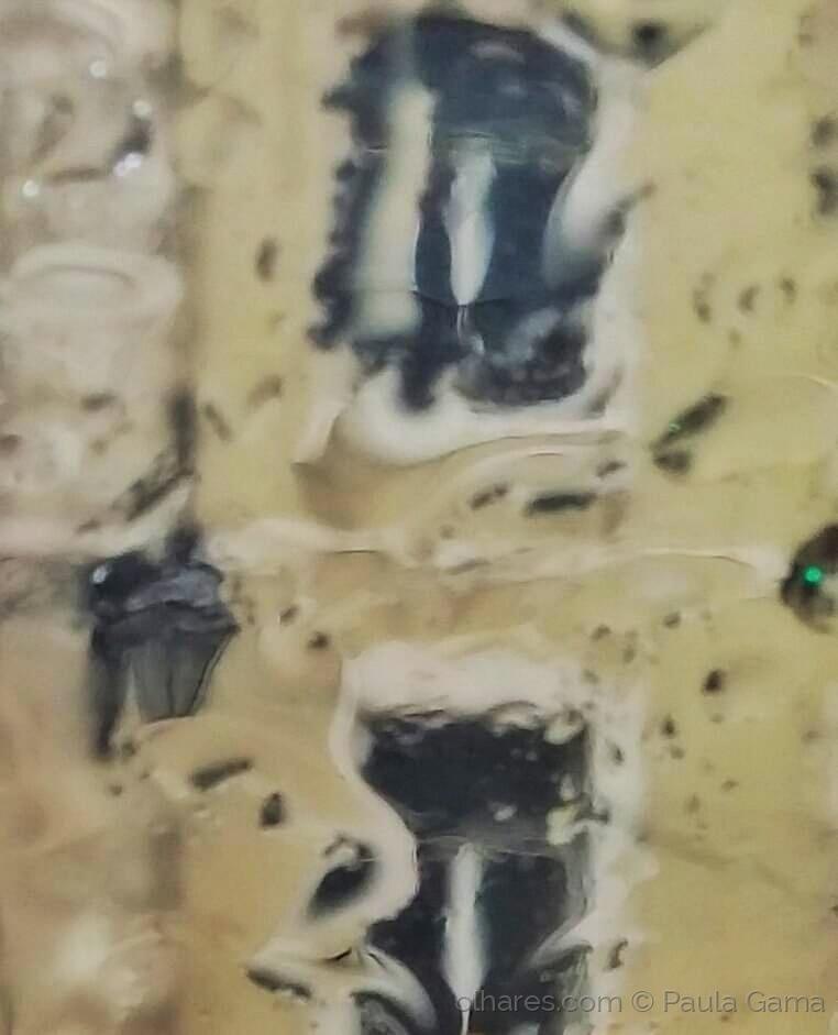 Abstrato/Com gosto de chuvas raios e urgências