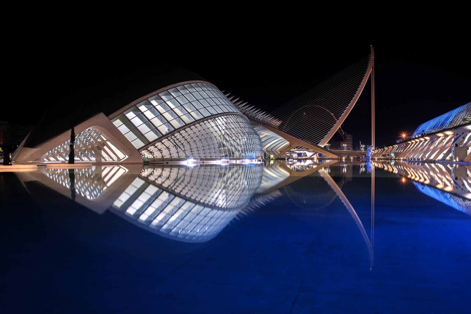 Arquitetura/CAC com iluminaçao azul