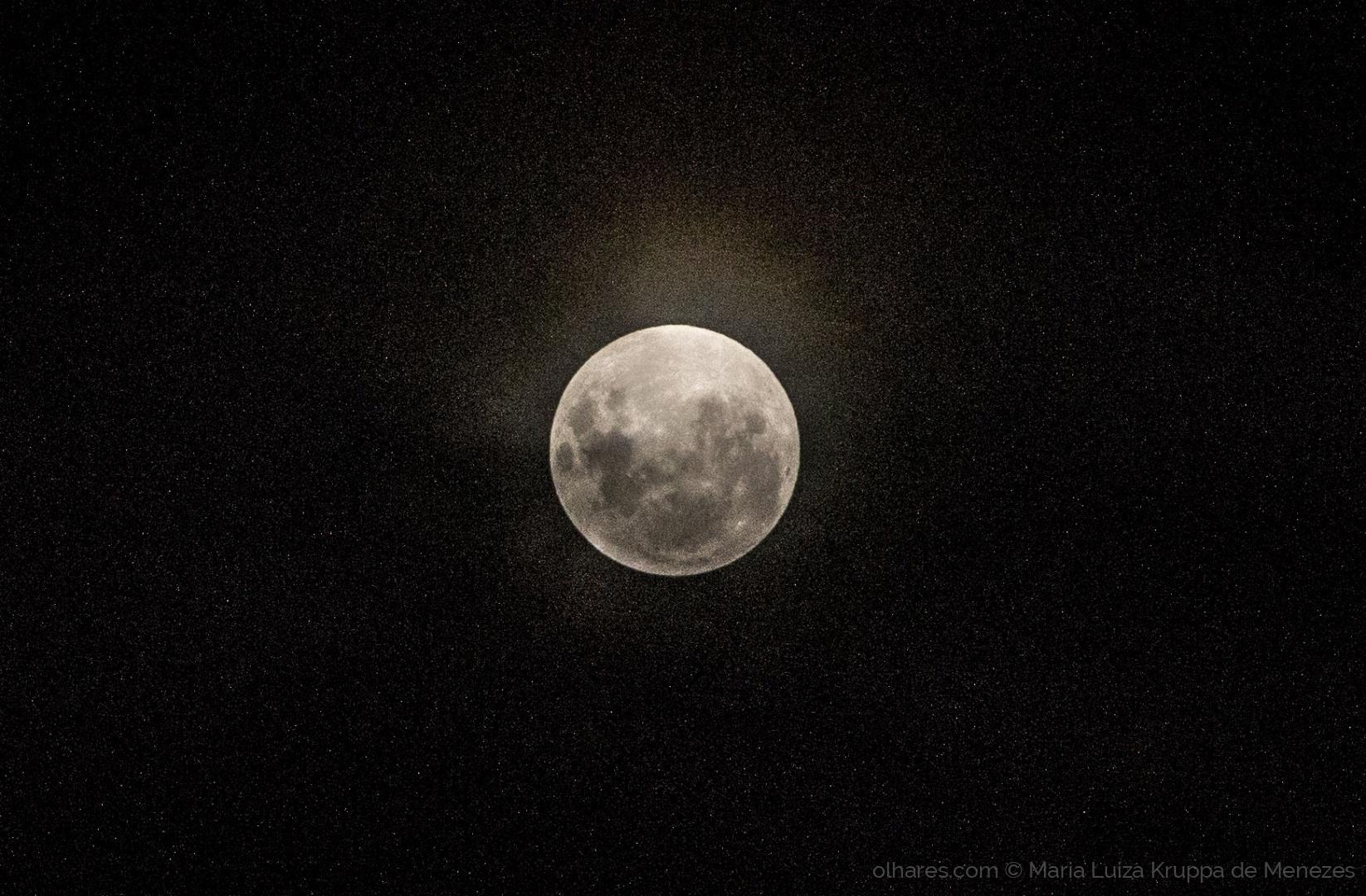 Fotojornalismo/A Bela Lua Antes da Eclipse