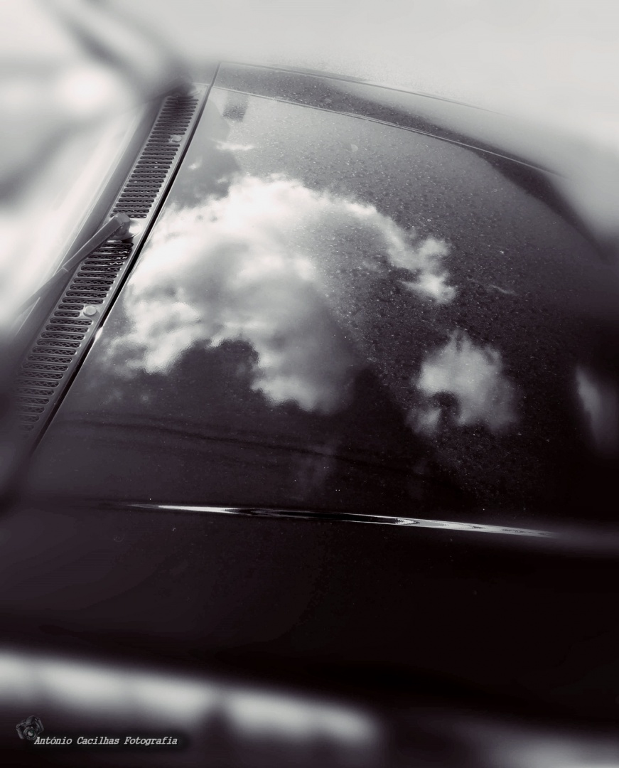 Abstrato/Reflexos de nuvens que passam