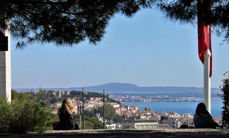Paisagem Urbana/O Castelo e o Tejo  ( Lisboa )