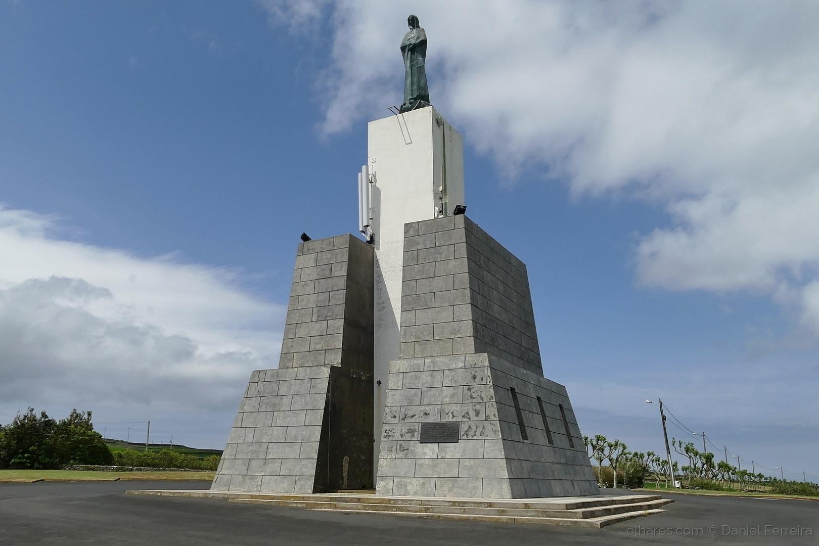 Arquitetura/Monumento à Padroeira da Praia da Vitória