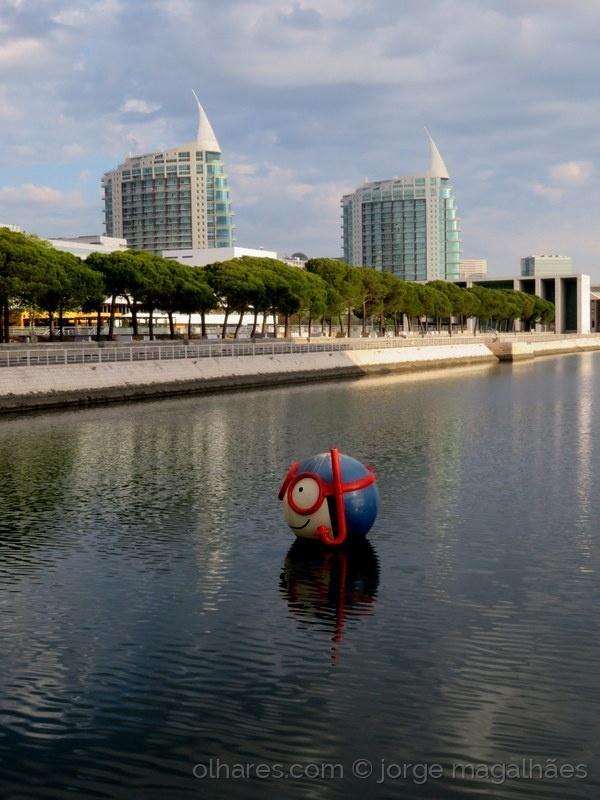 Paisagem Urbana/Um, é o mergulhador e as torres são, Gabriel e Raf
