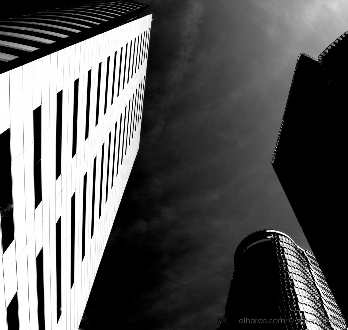 Arquitetura/Rasgando o céu...