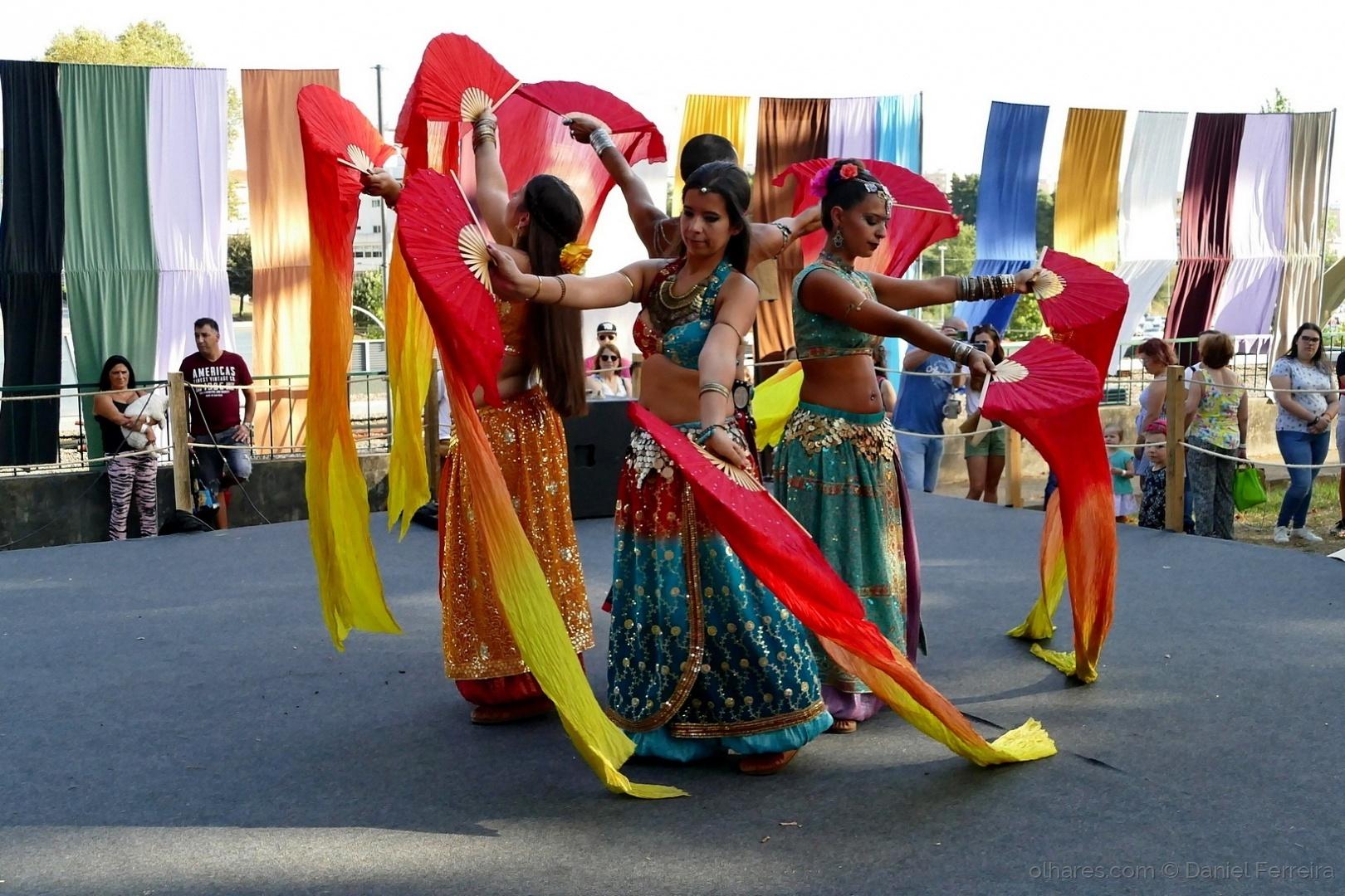 Gentes e Locais/Dança das Arábias