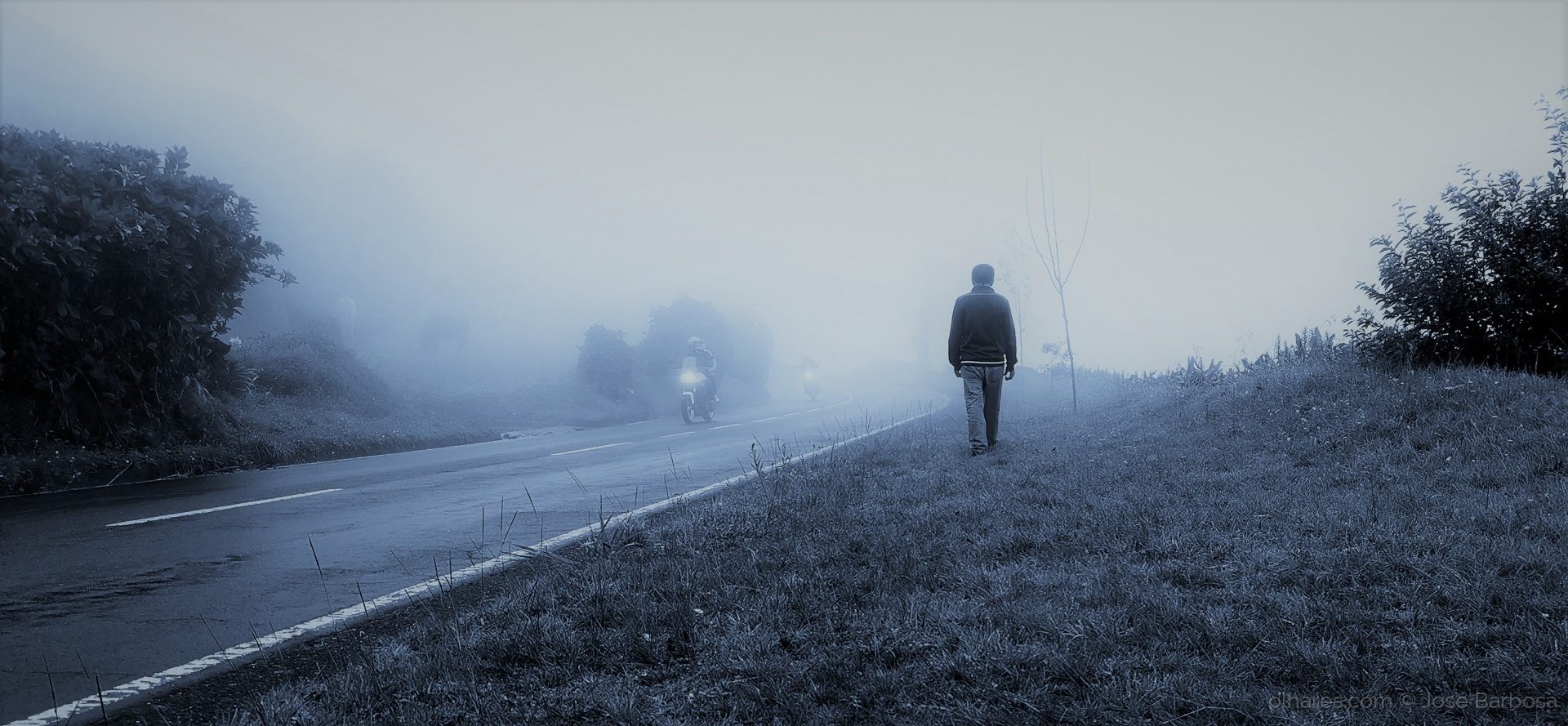 Gentes e Locais/Walking ALONE in the silent LIGHT with GOD