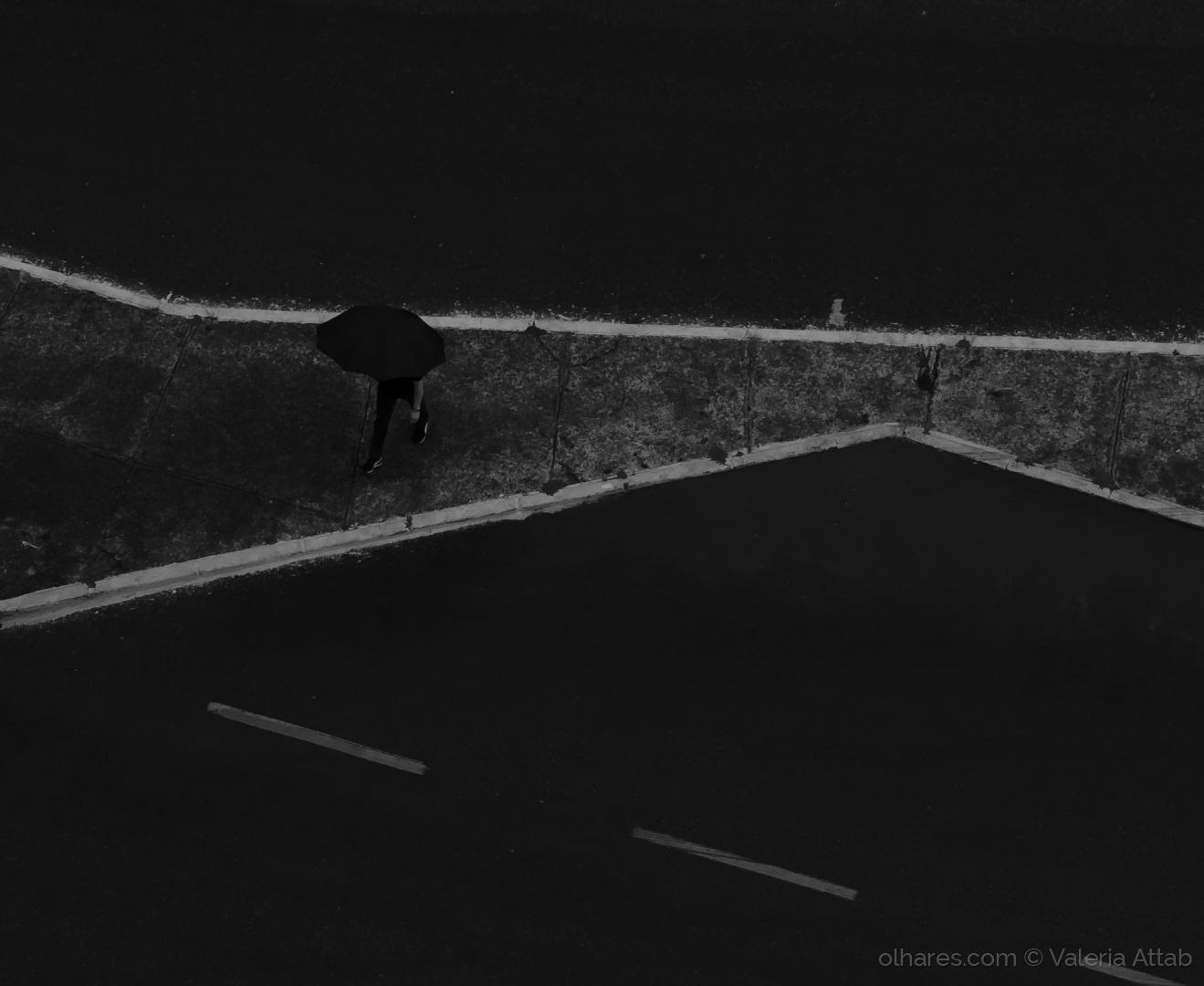 Gentes e Locais/o guarda-chuva preto....