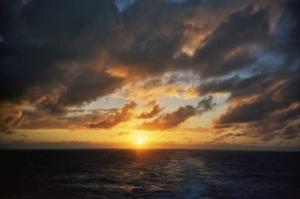 /Puesta de sol en el Mar