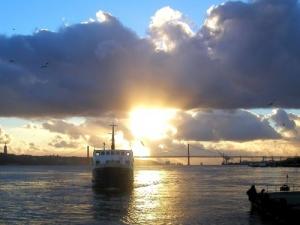 /PDS com barco e Ponte 25 Abril