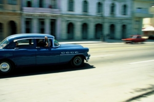 /PANING  ON THE STREETS OF HAVANA