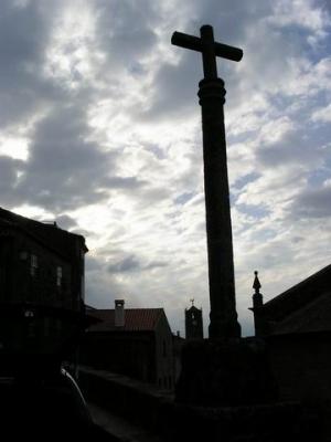 /Um cruz e tão poucas nuvens...