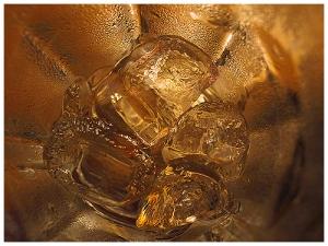 /Gelo no copo de vidro.