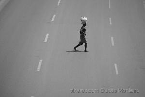 Gentes e Locais/One day on her life