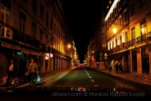 Gentes e Locais/Lisbon by night in a moving car II