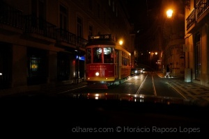 Gentes e Locais/Lisbon by night in a moving car III