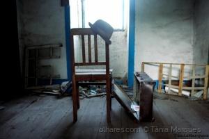 História/Cadeira abandonada