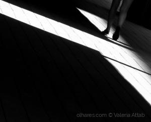 Fotografia de Rua/caminhando sob a luz...