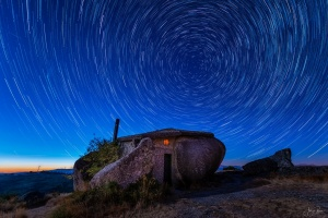 Paisagem Natural/Casa do Penedo - Fafe (star trail)