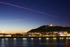 Paisagem Urbana/O rastro de um avião sobre a cidade