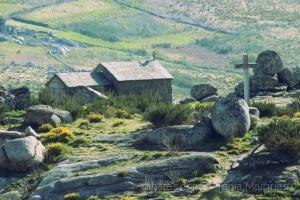 Gentes e Locais/ Chapel in the mountains