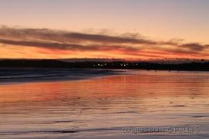Paisagem Natural/Areia molhada refletindo as cores do céu