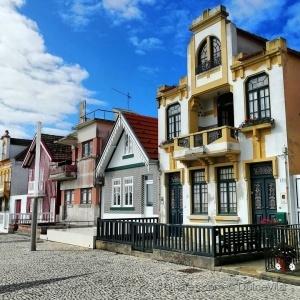 Paisagem Urbana/Casas às riscas..