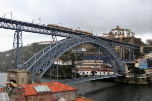 Paisagem Urbana/A ponte é uma passagem...