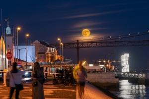 /Halloween Moon in Lisbon