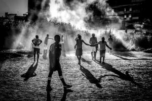 Fotografia de Rua/À luz do futebol de rua