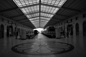 /Na estação