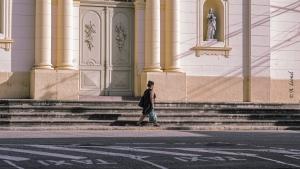 Fotografia de Rua/FILHA, VÁ CAMINHANDO PORQUE O TAXI HOJE NÃO VEM