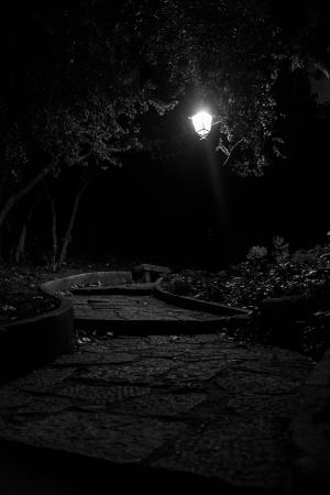 Paisagem Urbana/Um caminho na noite.