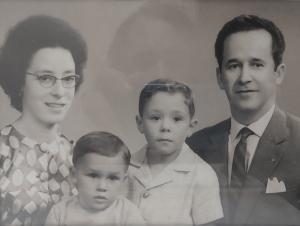 /a MÃE , o irmão , eu , e o PAI (desc.)