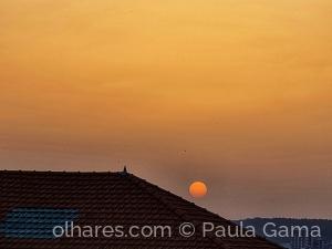 Paisagem Urbana/Quando o Sol desce pelo telhado...