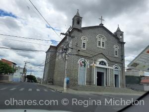 Gentes e Locais/Igreja de pedra