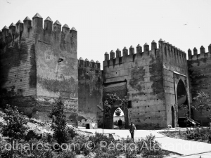 Gentes e Locais/Saída da Medina em Fez