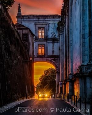 /Quando a cidade acorda pintada...