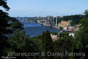 /Um olhar para a Ponte da Arrábida