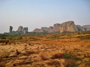 Paisagem Natural/muralhas rochosas em savana vermelha