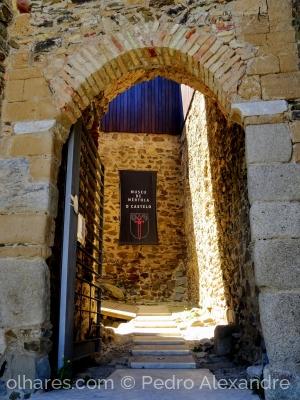 /Entrada no castelo de Mértola
