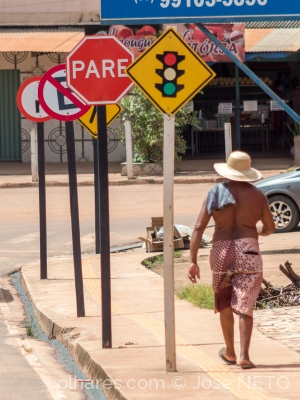 Gentes e Locais/respeite a sinalização..