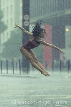 Desporto e Ação/Dançando na chuva