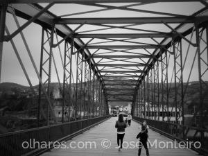 Gentes e Locais/ponte pedonal  na Régua