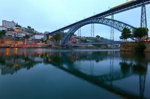 Paisagem Urbana/Reflexos matinais no Douro