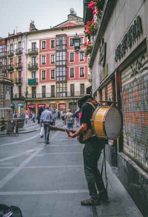 Fotografia de Rua/o homem dos sete instrumentos