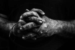 Outros/As mãos que fazem valem mais que os lábios que...