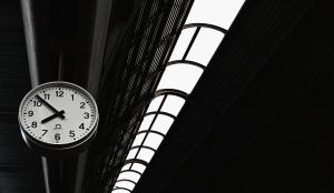 Paisagem Urbana/Relógio da Estação sob a luz ténue do fim de tarde