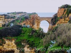 Gentes e Locais/Ponte perto da praia do Camilo